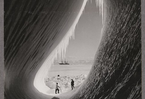 Grotto_in_an_iceberg