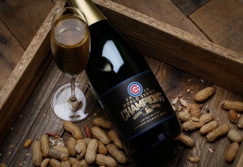 Chicago Cubs 2016 World Series Championship Sparkling Wine (PRNewsFoto/Rack & Riddle Custom Wine Servi)