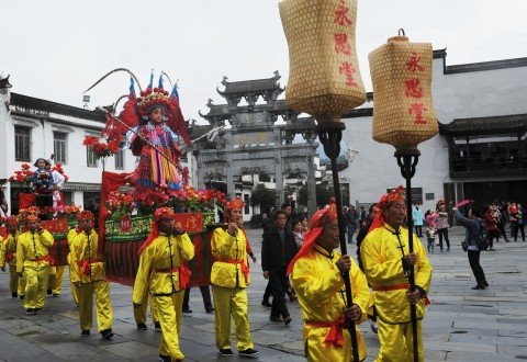 The filming crew of China Central Television's documentary Remember the Nostalgia/(PRNewsFoto/Jiangxi Wuyuan Tourism Co., Ltd.)
