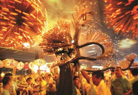 Through October 6, 2017, neighborhoods across Hong Kong are commemorating the Mid-Autumn Festival with magical exhibitions, including traditional cultural shows, lantern displays, and the customary sharing and consumption of tasty moon cakes. (PRNewsfoto/Hong Kong Tourism Board)