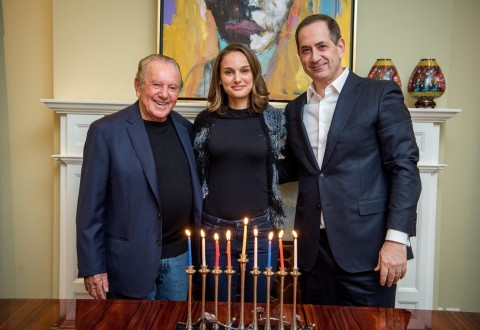 Philanthropist Morris Kahn, 2018 Genesis Prize Laureate Natalie Portman, and Co-Founder and Chairman of The Genesis Prize Foundation Stan Polovets (PRNewsfoto/The Genesis Prize Foundation)