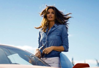 """Cindy Crawford in """"This Is The Pepsi"""" 2018 """"Pepsi Generations"""" TV Advertisement which will debut during Super Bowl LII (PRNewsfoto/PepsiCo)"""