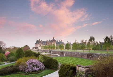 Biltmore Blooms, Biltmore's annual celebration of spring, promises a progression of colorful blooming flowers across the estate.  Now through May 13, 2018. (PRNewsfoto/The Biltmore Company)