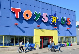 Toys R Us in Richmond Hill, Ontario, Canada /Photo by Rayson Ho