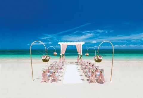 Sandals Resorts' English Royalty wedding inspiration (PRNewsfoto/Sandals Resorts)