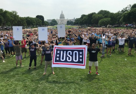USO #Flex4Forces Campaign Breaks GUINNESS WORLD RECORDS™ Title at 'Flex on the Mall' (PRNewsfoto/USO)