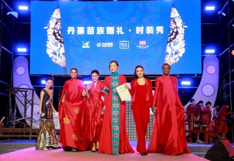 Miss Worlds Displaying Miao-style Wedding Clothing on the stage (PRNewsfoto/Dalian Wanda Group)
